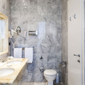 Bathroom-Suite-Deluxe-Trevi-Bernini-Bristol-Rome